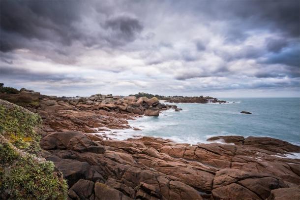 Línea de la costa de Bretaña, donde la inscripción de Brittany Rock denota una tragedia. (453169 / Dominio público)
