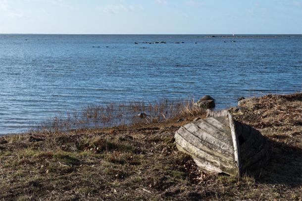 La inscripción de Brittany Rock habla del hombre que murió en el mar. (oolandsfokus / Adobe Stock)