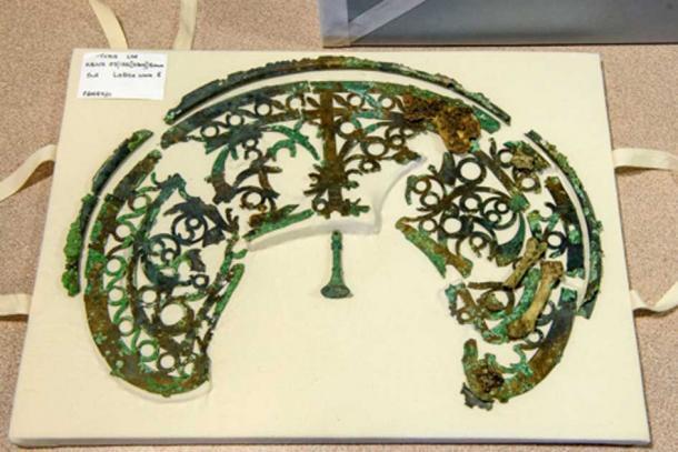 Tocado de bronce encontrado en el entierro de Bersted Park. (El Museo Novium/ Consejo del Distrito de Chichester)
