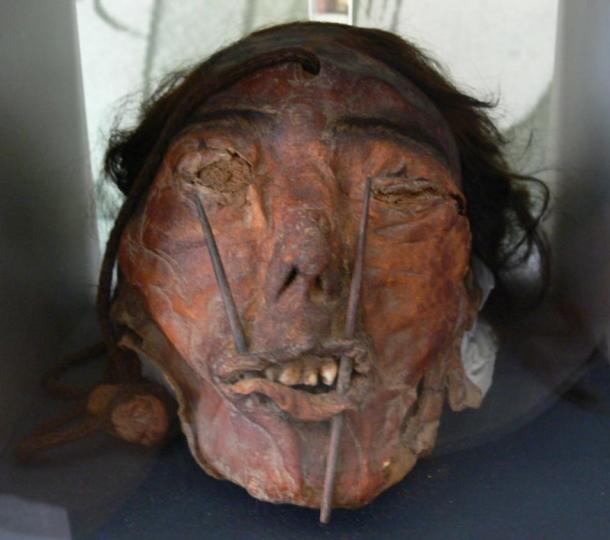 cabeza trofeo por cultura Nazca.jpg