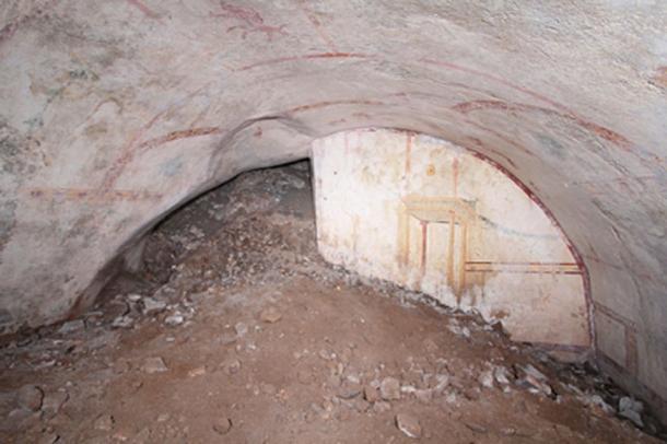 La cámara subterránea tiene un techo arqueado y está altamente decorada. (Ufficio Stampa Parco Archeologico del Colosseo)