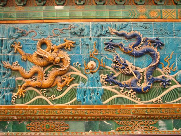 Dragones chinos imperiales tallados en Nine-Dragon Wall, Beijing. (HéctorTabaré / CC BY-SA 2.0)