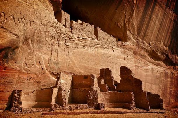 Las ruinas de la Casa Blanca Anasazi en el Monumento Nacional Cañón de Chelly, Arizona. (samantoniophoto / Adobe Stock)