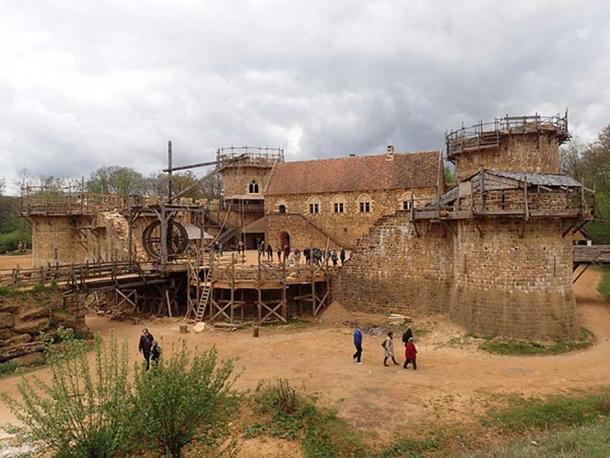 La construcción del sitio de construcción del Castillo de Guédelon en 2017. (CC BY SA 2.0)