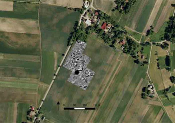 Los investigadores notaron por primera vez el cementerio megalítico al estudiar imágenes de satélite. (M. Przybyła y M. Podsiadło)