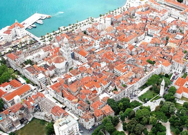 El centro moderno de Split con el Palacio de Diocleciano en el 2012 (vista noreste).
