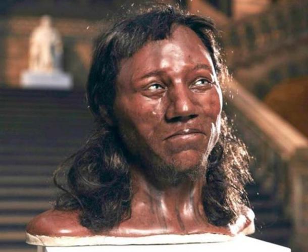 Cheddar Man, un recolector de hambre mesolítico con cabello grueso y oscuro y ojos azules. (Canal 4 / Tom Barnes)