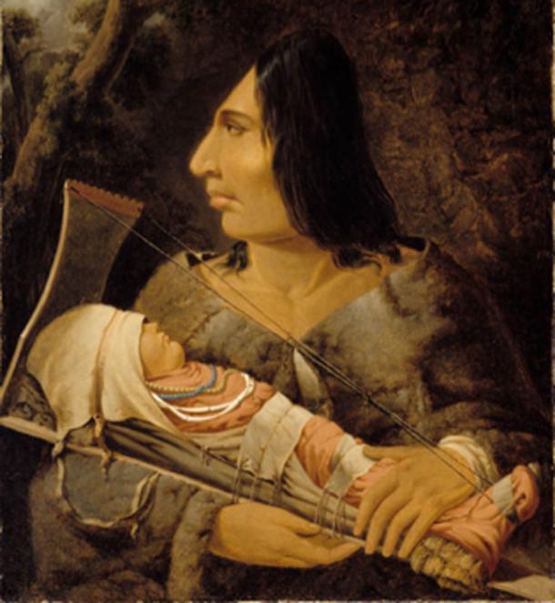 Niño en el proceso de aplanamiento de la cabeza y un adulto después del proceso. (Trzęsacz / Dominio público)