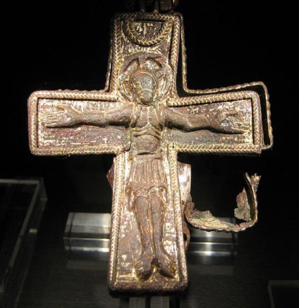 Una cruz cristiana de la era vikinga. Encontrado en Uppåkra, cerca de Lund, Suecia (CC by SA 3.0)