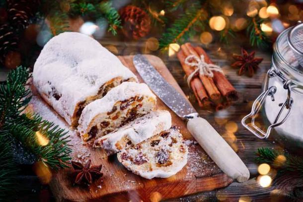 Pastel de frutas tradicional de Navidad stollen. (nblxer / Adobe Stock)