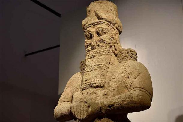 Cerca de la estatua gigante del dios Nabu se encontraba en la entrada del Templo de Nabu, que ahora se encuentra en el Museo de Irak en Irak. (Osama Shukir Muhammed Amin FRCP / CC BY-SA 4.0)