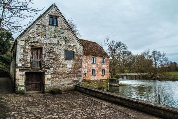 Cerca del antiguo molino de Sturminster Newton, que también es patrimonio de la National Trust en el Reino Unido. (Stock de Sam / Adobe)