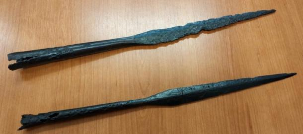 Imagen de primer plano de puntas de lanza Yotvingian desenterradas en el sitio en Suwałki, Polonia. (Jakub Mikołajczuk / Suwalki Muzeum)