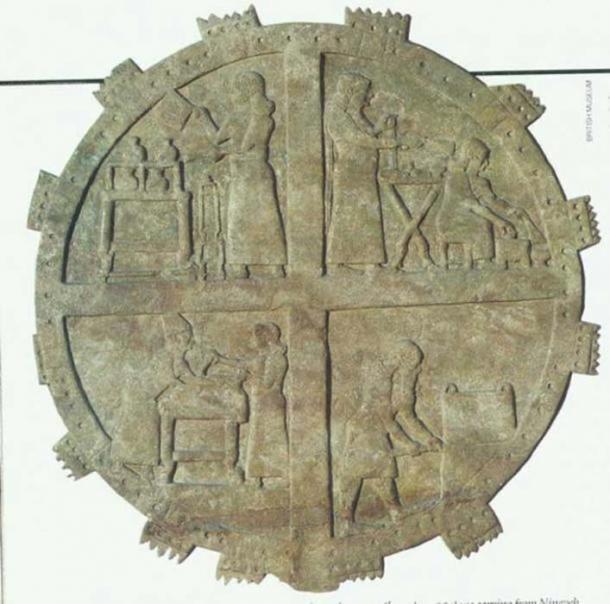 Cocineros en el trabajo en las cocinas reales. Alivio del palacio de Ashurbanipal en Nínive, siglo VII a. C. (Biblioteca de la Universidad de Yale)