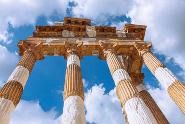 Los restos de las columnas corintias en Brescia (Artem/ Adobe Stock)