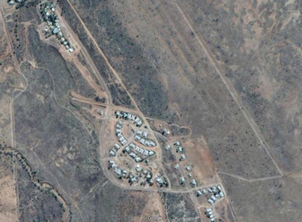 La pequeña comunidad de Wangkatjungka, situada a 100 km al sureste de Fitzroy Crossing en la región de Kimberley, Australia Occidental, está compuesta por 180 residentes permanentes. Crédito: Google Maps