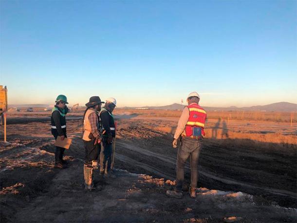 Un equipo de construcción con vistas al área donde se encontraron las trampas de mamut. Esta zona formará parte del nuevo Aeropuerto Felipe Ángeles. (INAH)