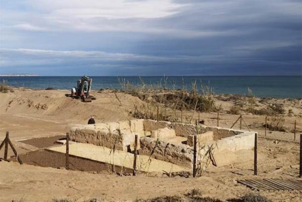 Obras de protección de la zona de La Torre del Descargador, en la costa oriental española. (Universidad de Alicante)