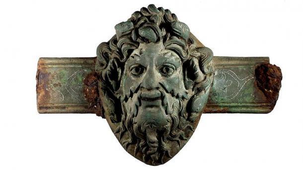 Un mueble romano de aleación de cobre con el rostro del dios Oceanus (Museo Británico)