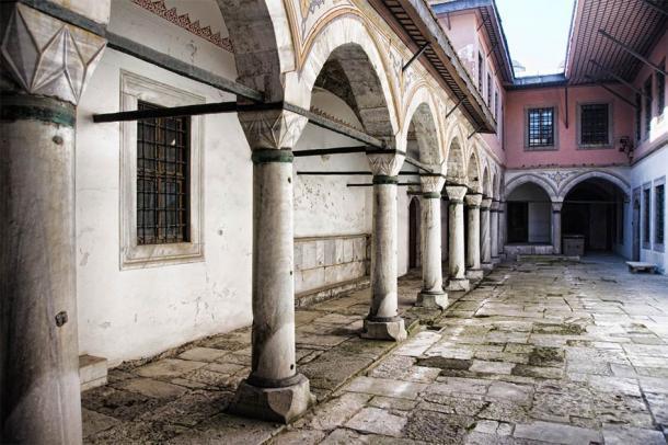 Patio de las concubinas en Estambul, Turquía (saik20 / Adobe Stock)