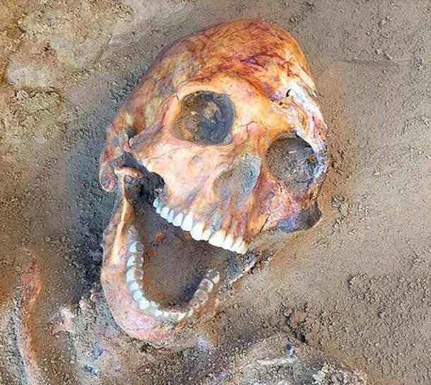 Otro entierro tenía un cráneo en forma de huevo con la boca abierta. (Ministerio de Cultura y Turismo de la Región de Astracán)