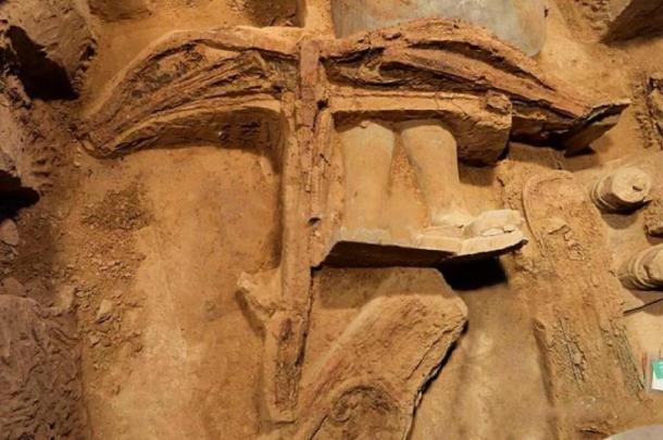 Un arco cruzado desenterrado entre los guerreros. Crédito: Emperador Qin Shi Mausoleo del Emperador