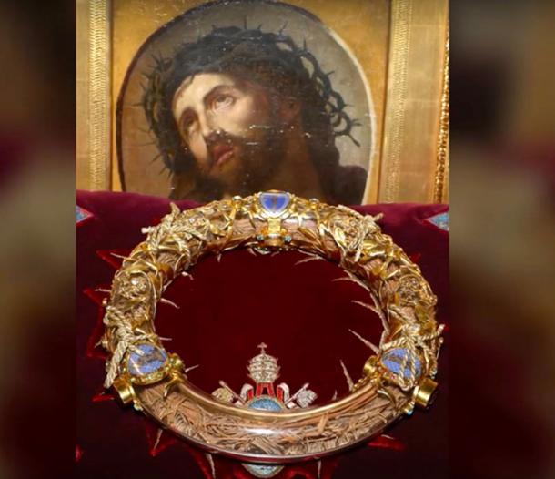 "Jean-Marc Fournier, rescató la ""Corona de espinas"" del incendio de la catedral de Notre Dame. (YouTube ScreenShot)"