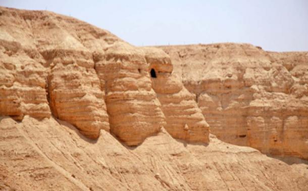 Cuevas en Qumran donde se descubrieron los Rollos del Mar Muerto. (Tamarah / CC BY-SA 2.5)
