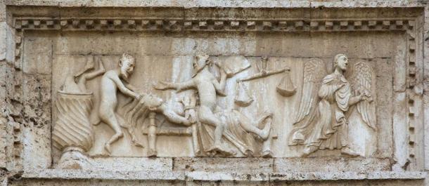 Ángeles y demonios, de la fachada de la iglesia de San Pedro, Spoleto, Italia, ambos aparecen en historias encontradas en textos cristianos antiguos recientemente traducidos, textos apócrifos. (Silvio / Adobe Stock)