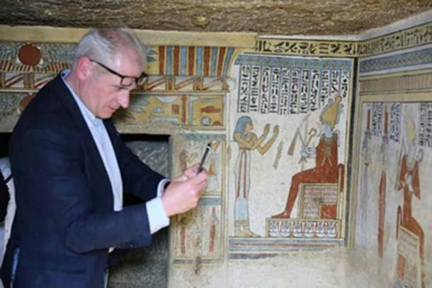 Dentro de la tumba pintada. Crédito: Ministerio de Antigüedades