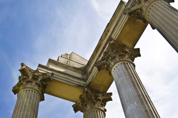 Detalle de una columna que aún queda del antiguo asentamiento romano (Jule Berlin/ Adobe Stock)