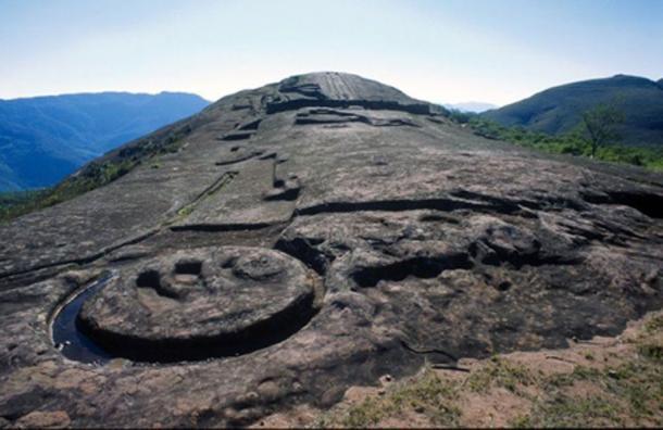 Detalle de uno de los tallados en la roca maciza de Fuerte de Samaipata. (CC BY SA 2.0)