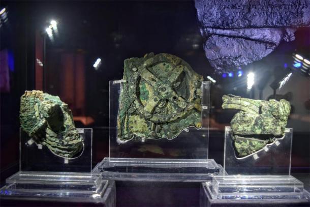 Este dispositivo, el mecanismo de Anticitera, se considera la computadora más antigua del mundo. A través de una serie de engranajes, se utilizó para predecir posiciones astronómicas y eclipses con fines calendáricos y astrológicos. (Turistas de fin de semana / CC BY 2.0)