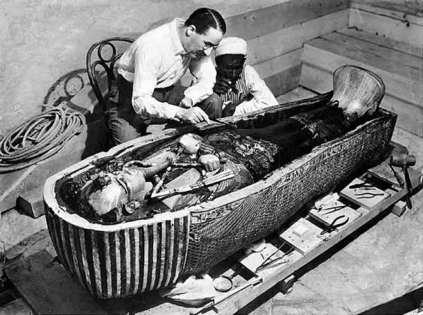 La tumba de Tutankamón fue descubierta por el arqueólogo Howard Carter en 1922. La momia del famoso faraón proporcionó una gran cantidad de información sobre el proceso de momificación. (Dominio público)