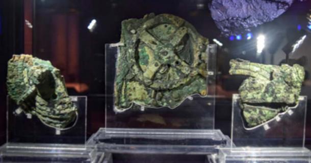 Este dispositivo, que se encuentra en el Naufragio Antikythera, llamado mecanismo Antikythera, se considera la computadora más antigua del mundo. A través de una serie de engranajes, se utilizó para predecir posiciones astronómicas y eclipses con fines calendáricos y astrológicos. (Turistas de fin de semana / CC BY-SA 2.0)