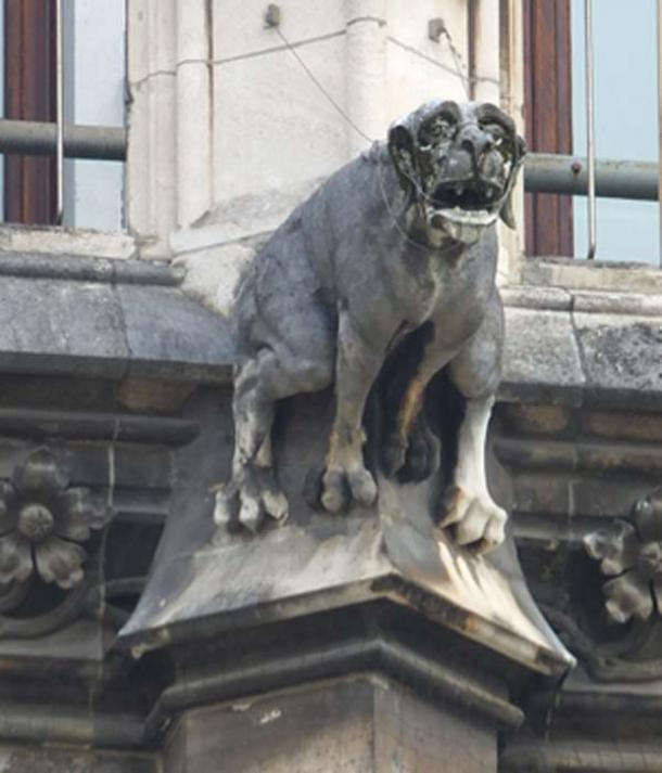 Gárgola de perros en la pared exterior de Neues Rathaus de Munich. (Anuncio Meskens / CC BY-SA 4.0)