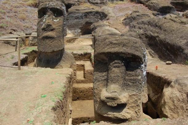 Los dos Moai excavados por Jo Anne Van Tilburg se muestran en la cantera Rano Raraku, Isla de Pascua. (Jessica Wolf / Universidad de California, Los Ángeles)