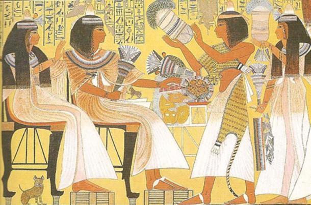 Egipcios con cono de perfume. Los conos se derretirían y la fragancia empaparía sus pelucas. La pintura de la tumba en Tebas data de alrededor de 1275 a.C. (CC BY 2.0)
