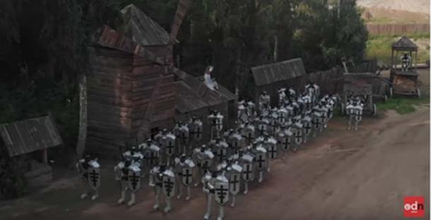 Los caballeros medievales hechos de viejas lavadoras protegen el sitio (ODN / captura de pantalla de YouTube)