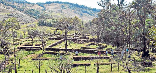 El complejo está en el sector de Pueblo Viejo, el cual se ubica a 15 kilómetros de la ciudad de Paccha, cabecera cantonal de Atahualpa. Un estudioso de ruinas incas cree que se trataría de una ciudadela agrícola. Foto: Fabrico Cruz / El Telégrafo