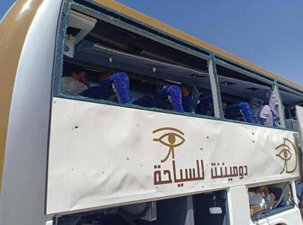 El dispositivo bomba se activó cuando un autobús pasó por la ubicación e hirió a 16 personas. (Imagen: Twitter)