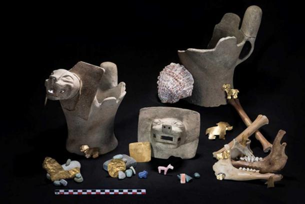 El equipo encontró ofrendas rituales que consistían en quemadores de incienso felino de cerámica; llamas juveniles sacrificadas; Y adornos de oro, conchas y piedras. (Teddy Seguin)