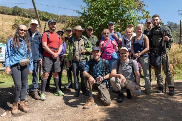 El grupo de expedición incluye escoltas policiales