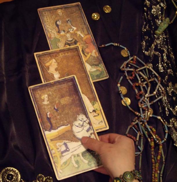 El hechizo de brujas que se lanzará sobre Trump puede implicar el uso de cartas del tarot. (Talia Felix / Dominio público)