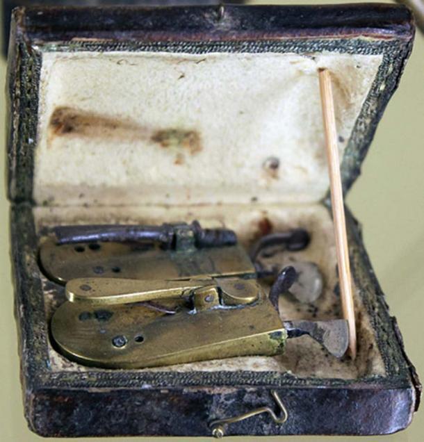 El set de sangría de un cirujano barbero, a principios del siglo XIX, el Museo Märkisches de Berlín. (Anagoria / CC BY 3.0)