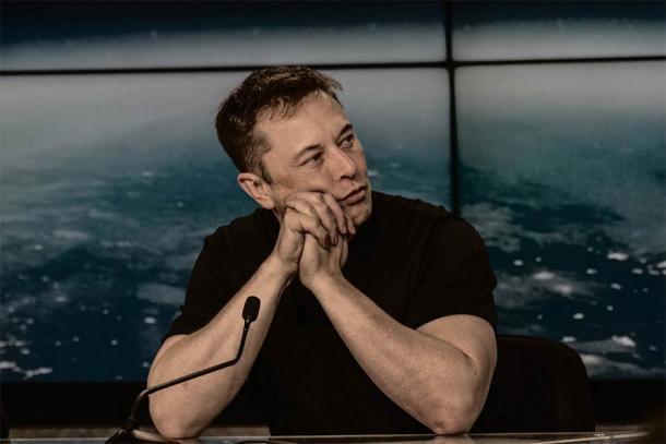 Elon Musk desencadenó una tormenta de fuego cuando tuiteó que era obvio que los extraterrestres construyeron las pirámides. (Daniel Oberhaus / CC BY 2.0)
