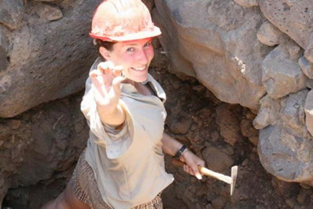En el área de excavación donde se encontró la Puerta de la Ciudad, los investigadores también han desenterrado joyas y monedas. (Rami Arav / University of Nebraska)