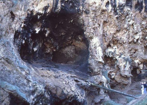 Entrada a la cueva de la boca del río Klasies donde se descubrió evidencia de humanos antiguos que comían almidón. (Qzd / CC BY-SA 2.0)