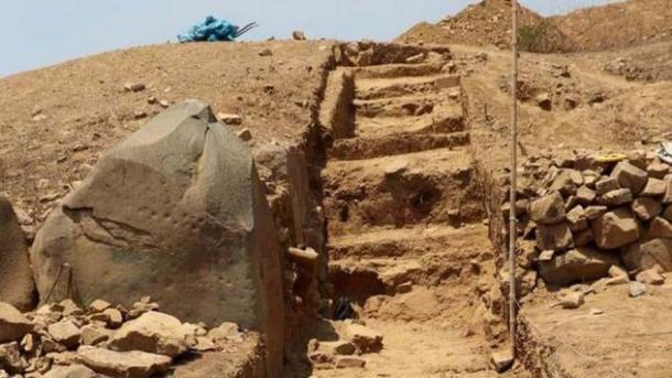 Los arqueólogos encontraron una gran escalera central. (Listin Diario)