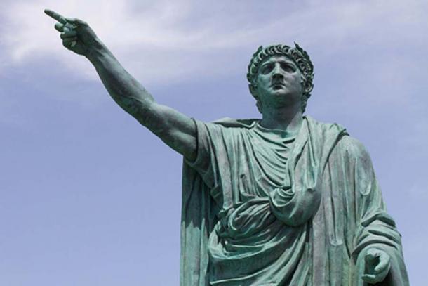Estatua del emperador romano Nerón por Claudio Valenti, Anzio (antiguo Antium) Italia. (CC BY SA 2.0)